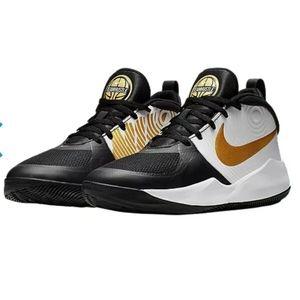 Nike Team Hustle Black Basketball Sneakers Size 5